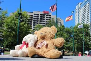 Fliterbären vor dem CNN-Gebäude