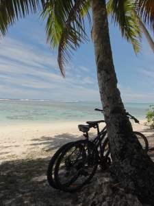 Mit den Bikes am Strand