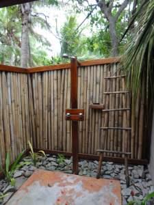Die Dusche hinter dem Safari-Zelt