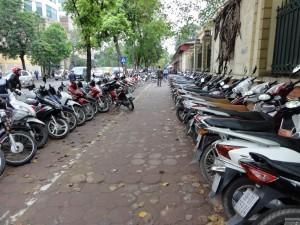 Selbst mit einem Roller ist es nicht immer einfach einen Parkplatz zu finden